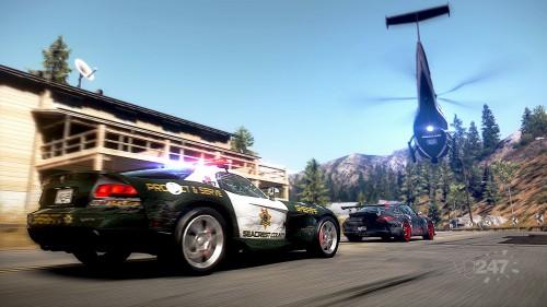 NFS:HP - Voiture de police et hélicoptère